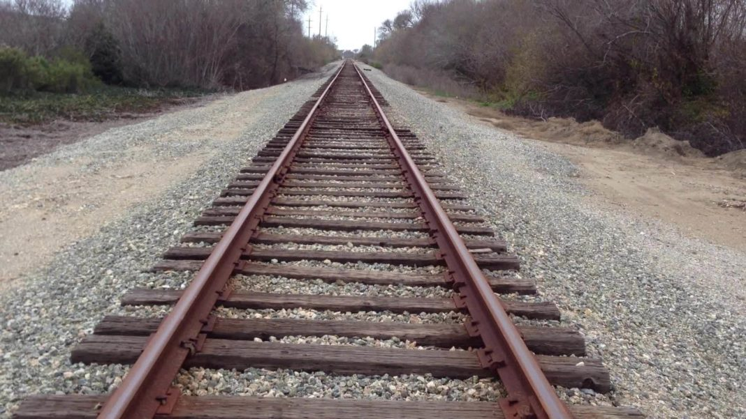 Americas Largest Railroad Urges Photographers to Get Off